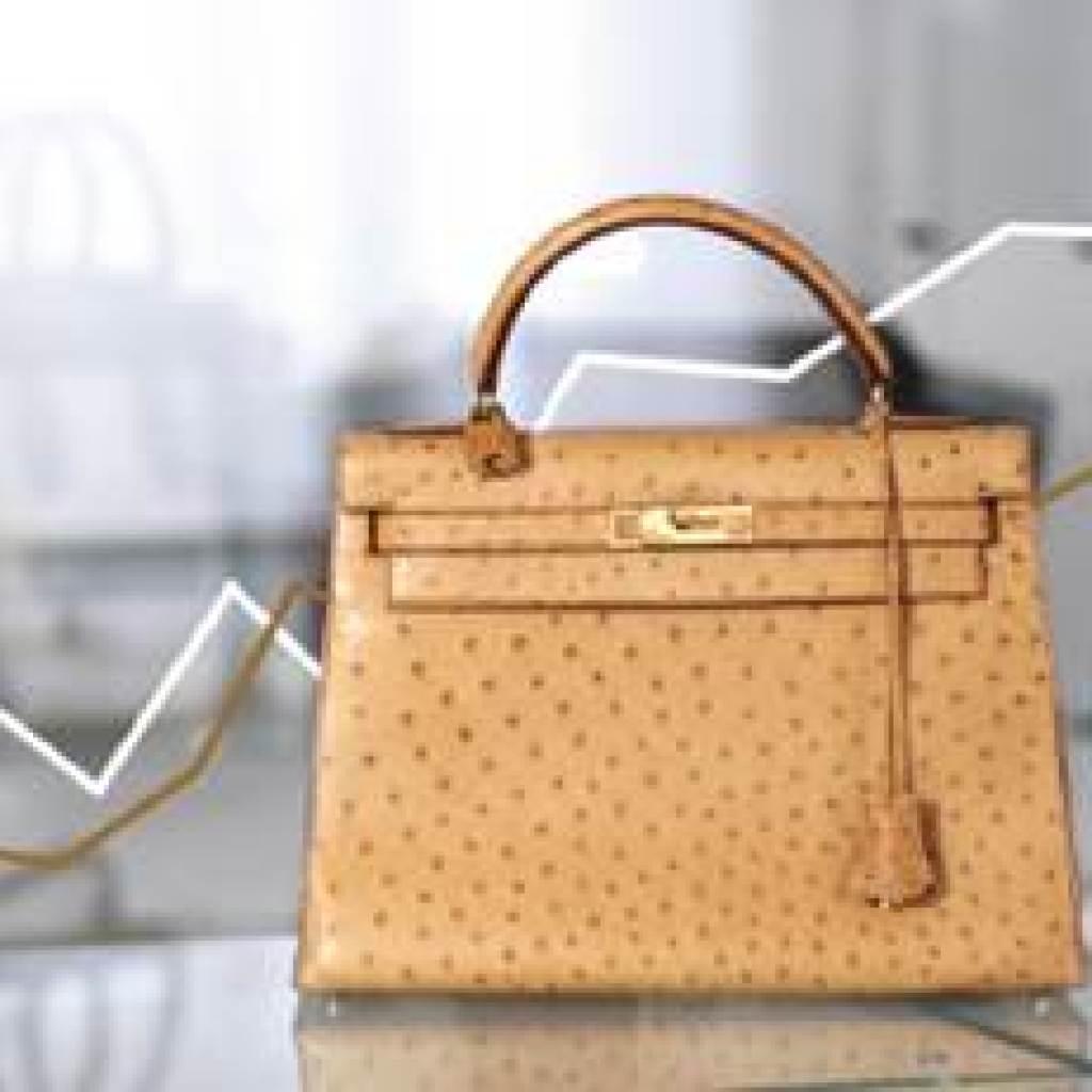 7c34b8f959 Créé en 2009, InstantLuxe.com s'est positionné sur le marché du luxe  d'occasion en proposant à ses clients des articles de seconde main  d'exception, ...