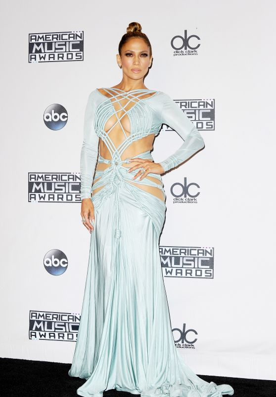 jennifer-lopez-on-red-carpet-2015-american-music-awards-in-los-angeles_1_thumbnail