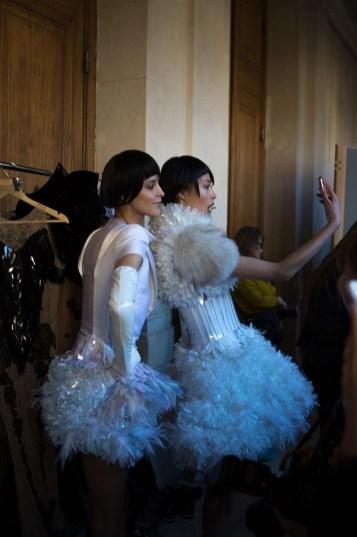 Backstage ON AURA TOUT VU couture photos by emmanuel sarnin (29)