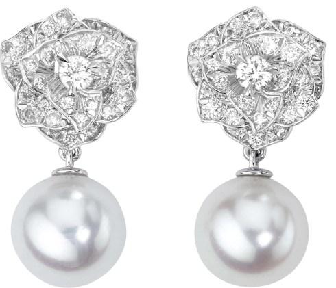 Boucles d'oreilles Piaget rose perles et diamants