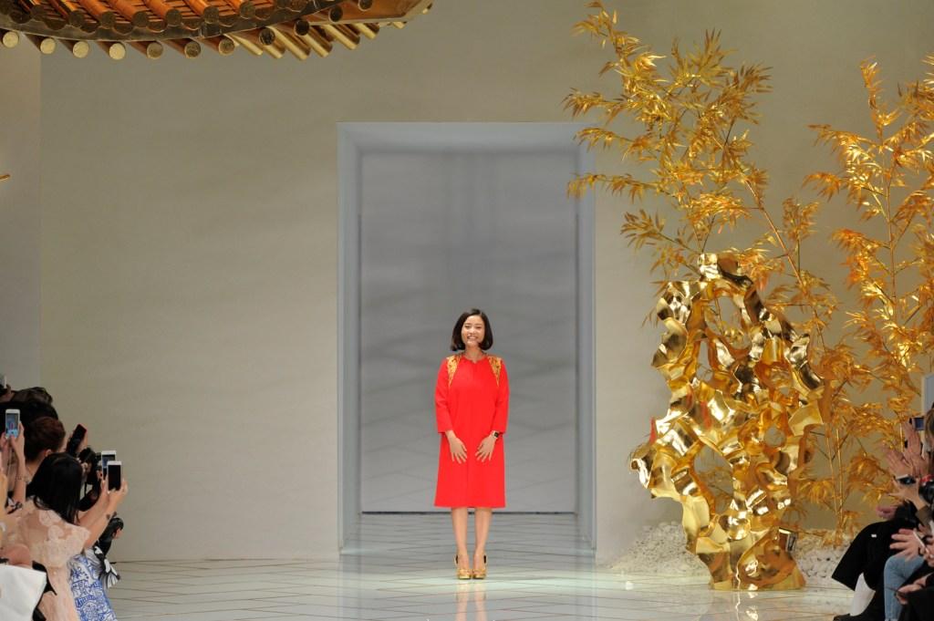 Guo Pei : Paris Fashion Week Haute Couture – Printemps Été 2016