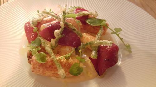 Poulpe au piment rouge, pommes grenailles caramelisees