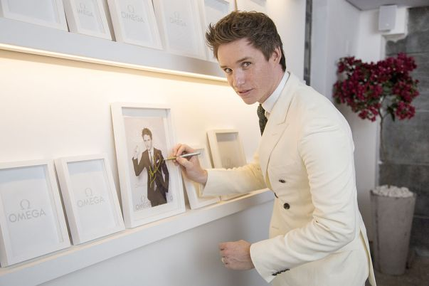 csm_Eddie_Redmayne_signs_the_Wall_of_Fame_c66d086d7f