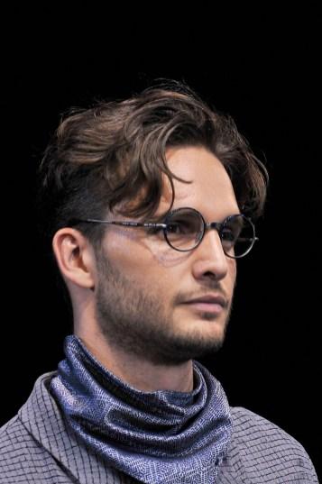 fswmi10.10fr-giorgio-armani-menswear-ss17_eyewear-close-up