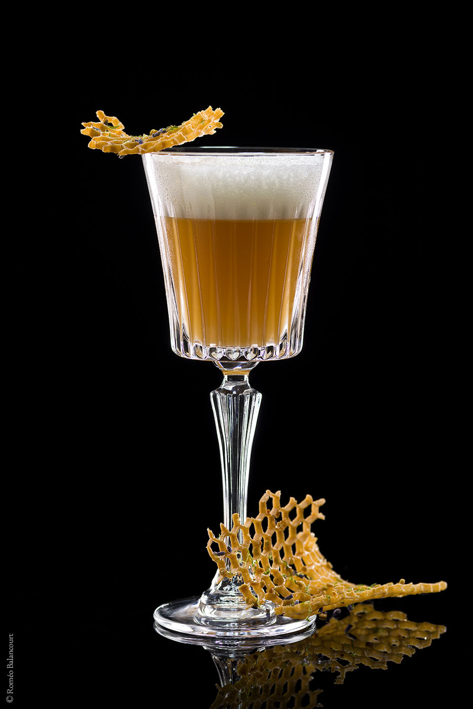 cocktail-bumble-bee-le-bar-botaniste-shangri-la-hotel-paris-rome