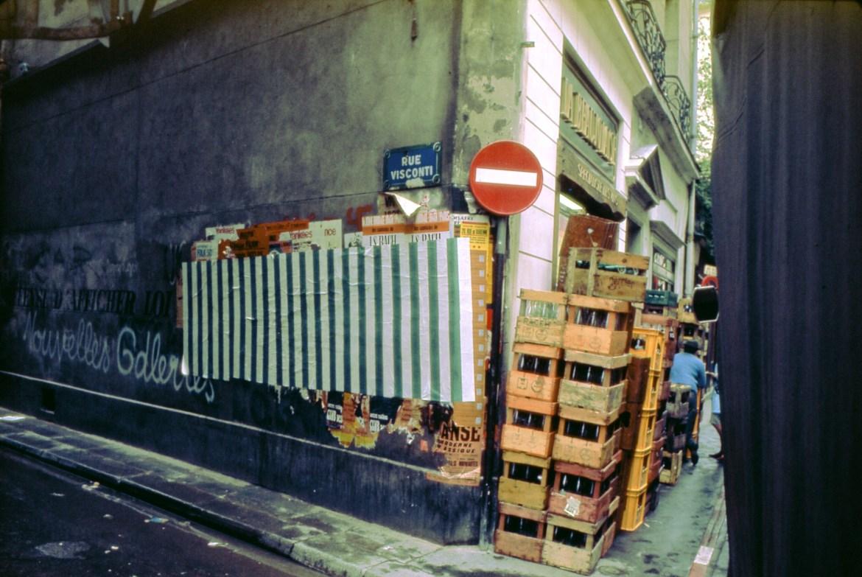 daniel-buren-photo-souvenir-affichage-sauvage-travail-in-situ-paris