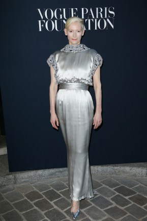 PARIS, FRANCE - JULY 04: Tilda Swinton attends the Vogue Foundation Dinner during Paris Fashion Week as part of Haute Couture Fall/Winter 2017-2018 at Musee Galliera on July 4, 2017 in Paris, France. (Photo by Julien Hekimian/Getty Images for Vogue) *** Local Caption *** Tilda Swinton