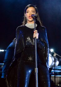 """WASHINGTON, DC - NOVEMBER 11: Singer Rihanna performs onstage during """"The Concert For Valor"""" at The National Mall on November 11, 2014 in Washington, DC. (Photo by Jeff Kravitz/Getty Images for HBO)"""