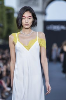 A model wearing Chopard High Jewellery (13)
