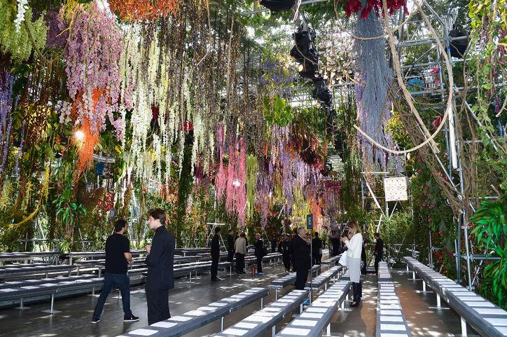 Un des décors monumentaux pour Dior