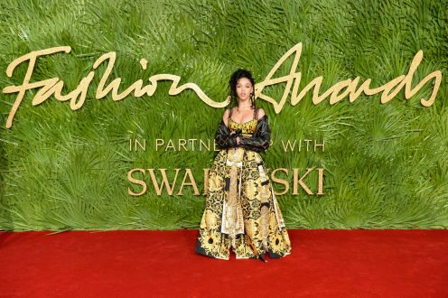 LONDON, ENGLAND - DECEMBER 04: FKA Twigs attends The Fashion Awards 2017 in partnership with Swarovski at Royal Albert Hall on December 4, 2017 in London, England. (Photo by Jeff Spicer/BFC/Getty Images)