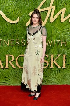 LONDON, ENGLAND - DECEMBER 04: Maisie Williams attends The Fashion Awards 2017 in partnership with Swarovski at Royal Albert Hall on December 4, 2017 in London, England. (Photo by Jeff Spicer/BFC/Getty Images)