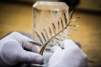 18. Fixing the Palme on its cristal base 1