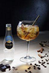 LE CARPEDÏEM Le vermouth doux est relevé par les pointes de sel d'Irlande du FÏNLEY Sea Salt Lemon, une amertume contrôlée et adoucie par la délicatesse de la cannelle. Un cocktail amer et élégant.