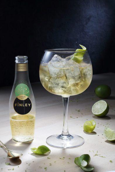 L'HÏGHLANDER Le whisky est relevé par la finesse des notes du FÏNLEY Ginger Ale et les arômes du citron vert. Un cocktail vif et acidulé.
