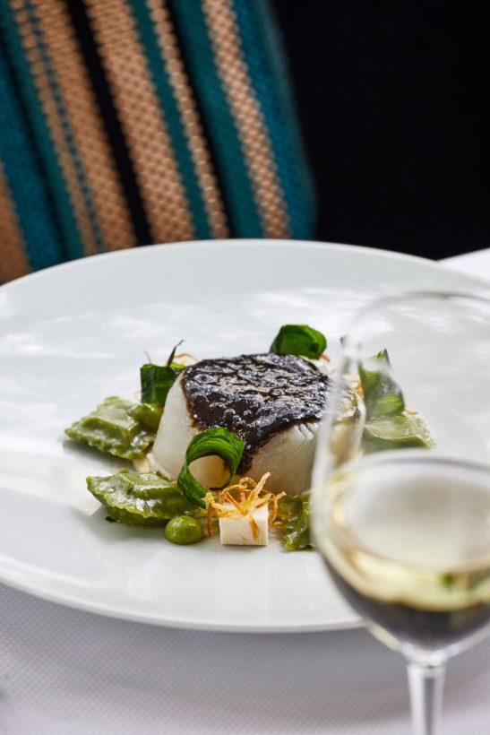 Cabillaud en croute de caviar - Restaurant Petrossian - Credit Francis Amiand