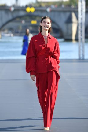 PARIS, FRANCE - SEPTEMBER 30: A model walks the runway during Le Defile L'Oreal Paris as part of Paris Fashion Week Womenswear Spring/Summer 2019 on September 30, 2018 in Paris, France. (Photo by Pascal Le Segretain/Getty Images for L'Oreal Paris)