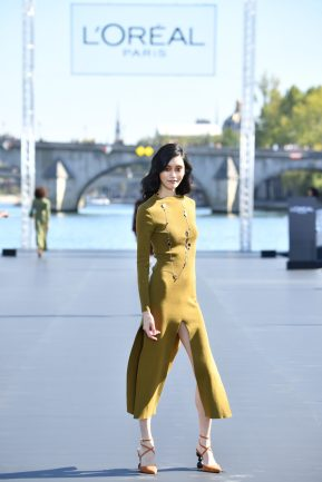 PARIS, FRANCE - SEPTEMBER 30: Ming Xi walks the runway during Le Defile L'Oreal Paris as part of Paris Fashion Week Womenswear Spring/Summer 2019 on September 30, 2018 in Paris, France. (Photo by Pascal Le Segretain/Getty Images for L'Oreal Paris)