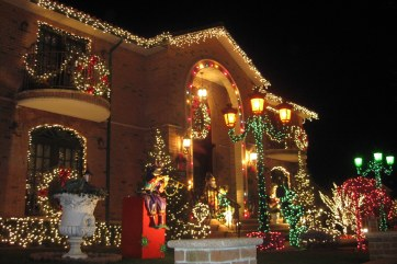 Dyker Heights 1_Courtesy, A Slice of Brooklyn Bus Tours