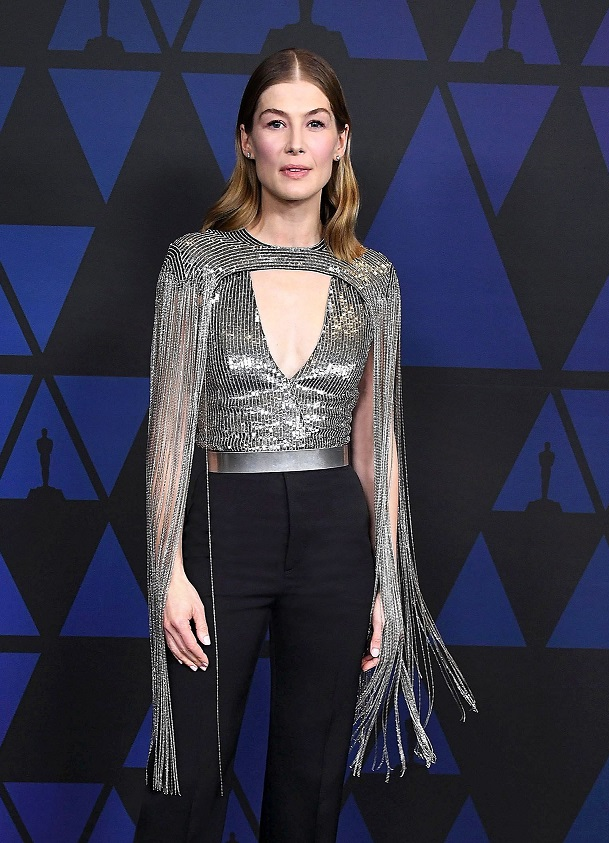 Rosamund Pike in Givenchy (2)