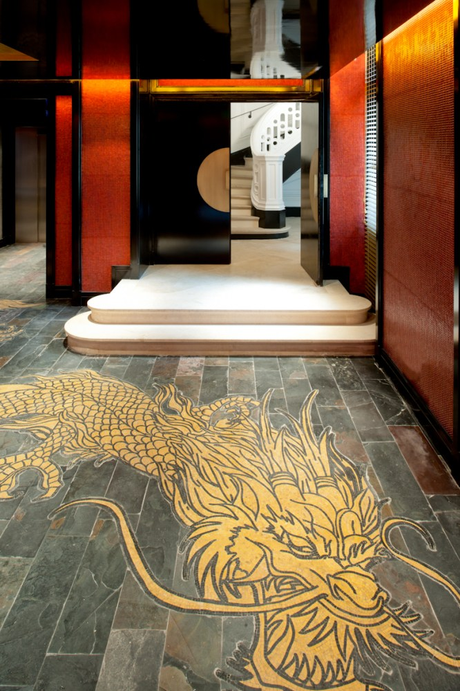 ®Guillaume de Laubier Lobby Dragon - Buddha Bar Hotel Paris P