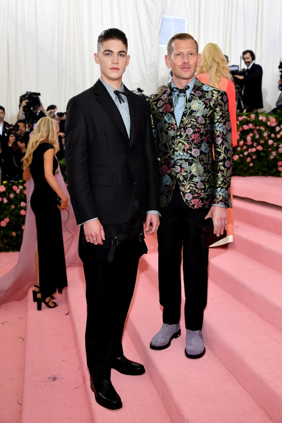 NEW YORK, NEW YORK - MAY 06: Hero Fiennes-Tiffin and Paul Andrew attend The 2019 Met Gala Celebrating Camp: Notes on Fashion at Metropolitan Museum of Art on May 06, 2019 in New York City. (Photo by Dia Dipasupil/FilmMagic)