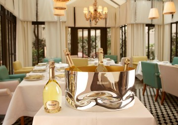 ruinart_ronarad_lifestyle_restaurant_bowl_bdb_0