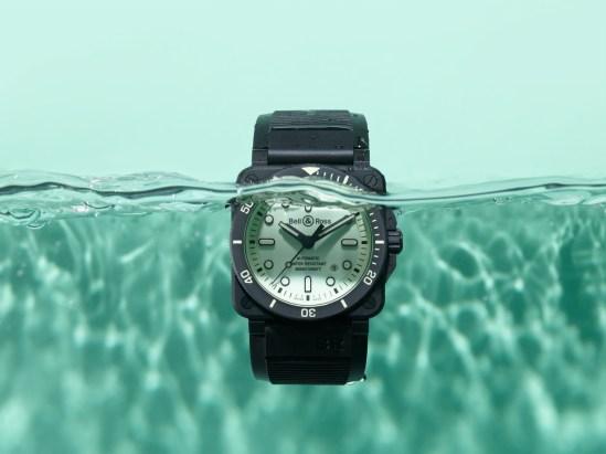K10-06-BR03-diver-full-lum-eau.jpg-1600px