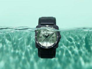 K10-06-BR03-diver-full-lum-eau