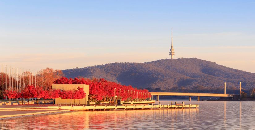 Canberra_Lake_Foreshore_in_the_Fall