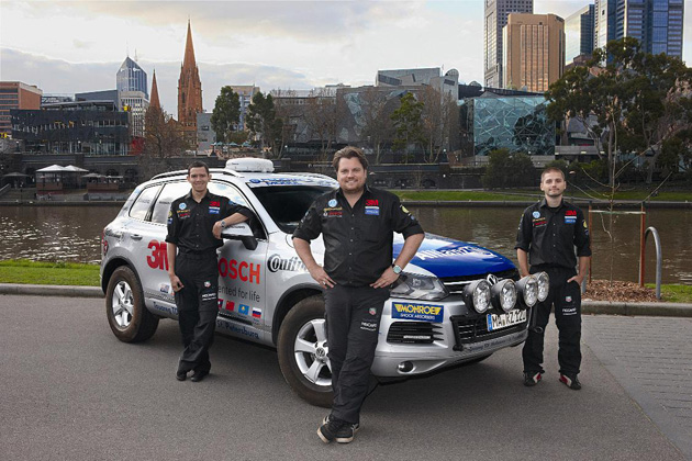 Long distance driving veteran Rainer Zietlow and his team have set off on a new record-breaking trip: the long-distance adventurer is aiming to do 23,000 kilometres from Melbourne to St. Petersburg in a Touareg powered by the standard engine.