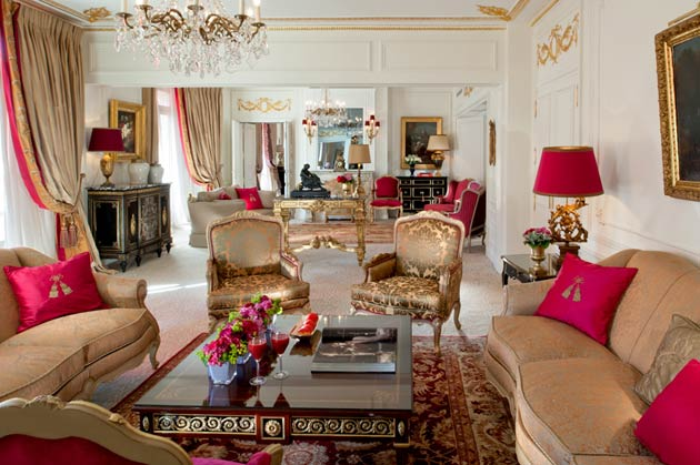 The new design, which takes inspiration from the originality of the location, blends contemporary features with Parisian tradition. The result is a distinguished and fashionable space providing guests with a sense of peace and serenity in the heart of Paris with spectacular views of the Eiffel Tower, Avenue Montaigne and the hotel's beautiful Cour Jardin.