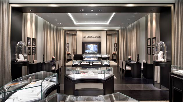 For this boutique, Anouska Hempel conceived a space that lends itself to an extremely fluid visual movement. When visitors walk through the entrance of the new boutique, they will enter a vast yet welcoming space that encourages them to experience this new environment fully. A private VIP room allows for discreet viewing of the Maison's jewelry and timepieces.