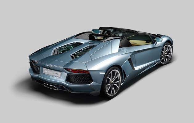 The new Lamborghini Aventador LP 700-4 Roadster can immediately be recognized by the unique profile of its upper area, which extends along newly designed geometric lines from the removable roof to the engine hood. The Roadster's design is the result of a careful study into the best way of combining performance, elegant style, ease of use and a driving experience that excites all five senses.