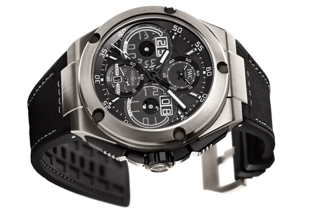 Another model guaranteed a place at the front of the grid is the Ingenieur Perpetual Calendar Digital Date-Month (Ref. 3792) with its case made of titanium aluminide, perpetual calendar and digital date display.