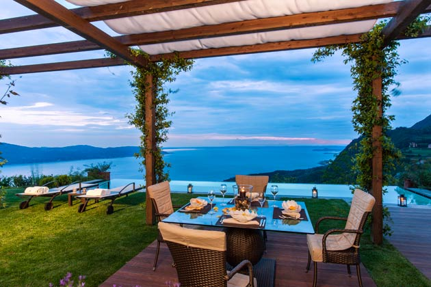 The Royal Pool & Spa Suite has been designed according to eco-sustainable principles, in line with Lefay's core values and philosophy that personal well-being is intrinsically linked to the environment.