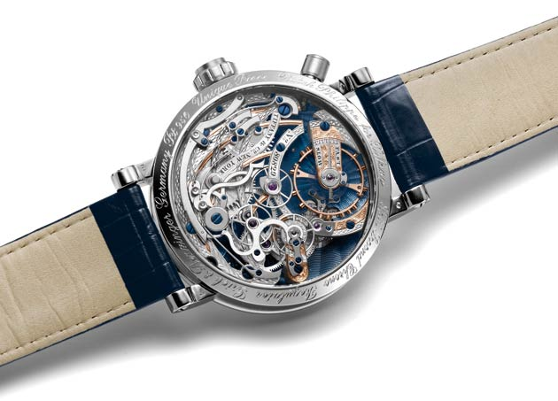 The mechanical manual winding movement comprises 26 jewels and oscillates at a frequency of 18,000 vibrations per hour.