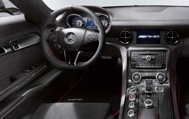 The AMG Performance steering wheel with a flattened rim at the bottom is wrapped entirely in Alcantara® for excellent grip.