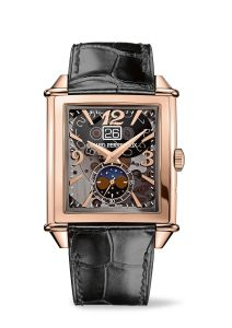 With its mechanical beating heart, the Girard-Perregaux Vintage 1945 Large Date, Moon-Phases watch accentuates an impression of depth combined with multiple contrasts.