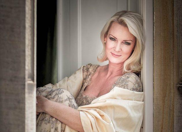 Luxurious Magazine Meets Friederike Krum Mezzo-Soprano