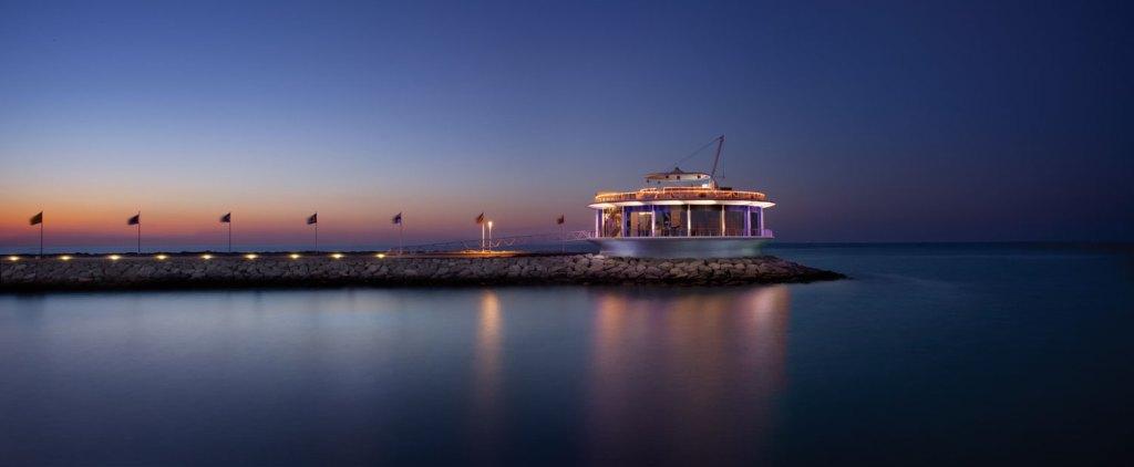 We Experience the Luxury, Glitz, Glamour and Magic of Dubai 4