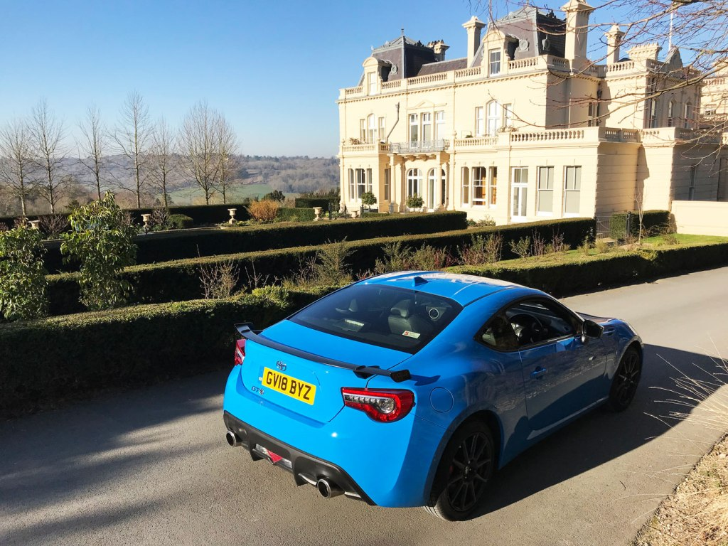 Luxurious Magazine Road Test and Review: Toyota GT86 8