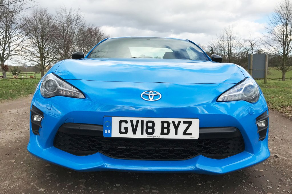 Luxurious Magazine Road Test and Review: Toyota GT86 14