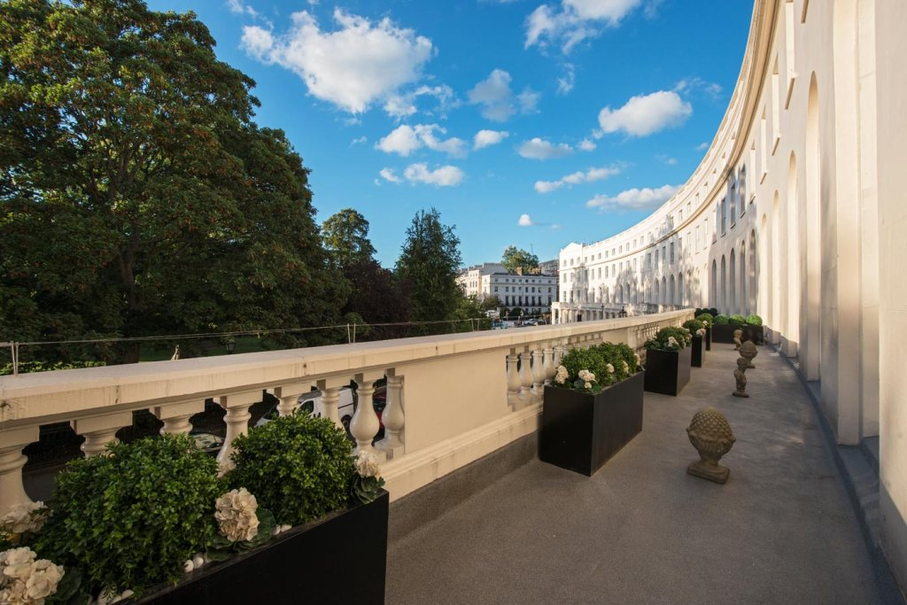 Former Ambassador's Residence for Sale in The Park Crescent, Regent's Park 8