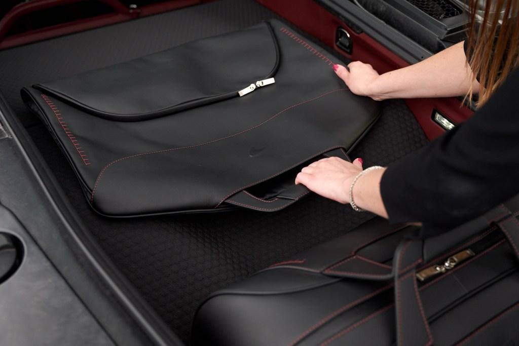 McLaren GT luggage - Garment case