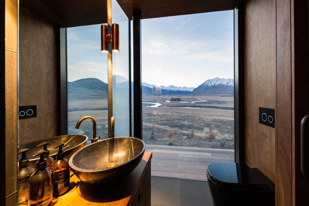 New Luxury Mirrored Pods Open at Lindis in New Zealand 3