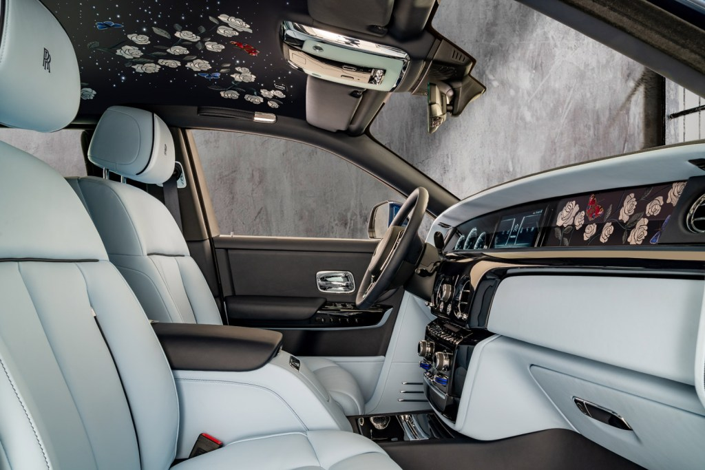 A Rolls-Royce Phantom Commission with One Million Embroidered Stitches 9