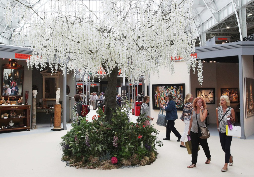 Visitors to The Art & Antiques Fair Olympia 2020