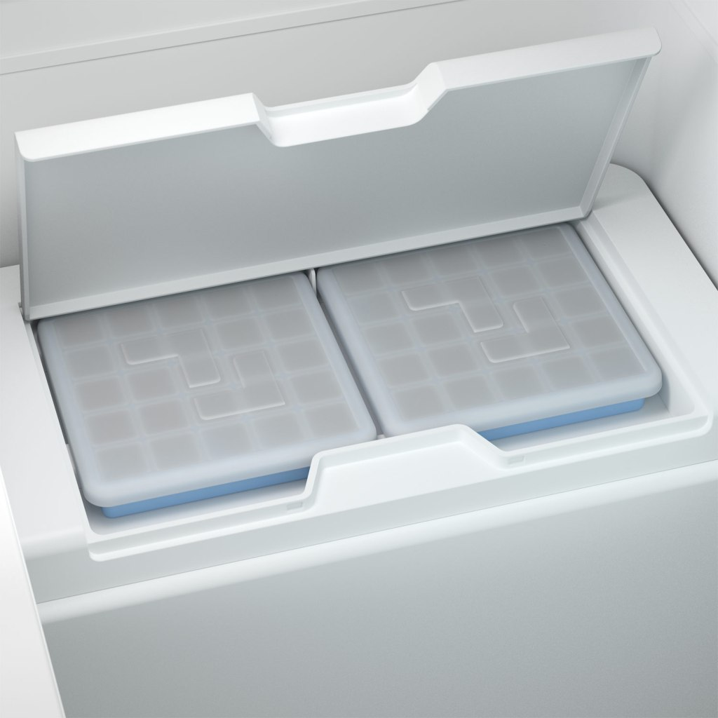 Dometic CFX3 Cooler has a world first, an icemaker!