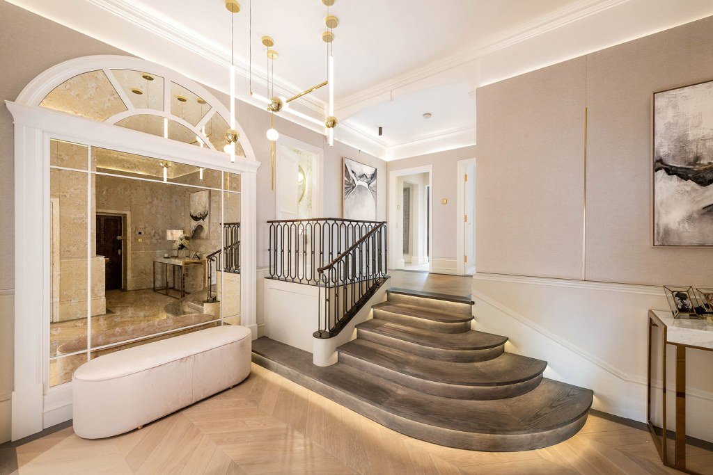 Property for sale in Cadogan Gardens Chelsea